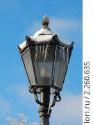 Купить «Фонарь с сосульками на фоне голубого неба», эксклюзивное фото № 2260635, снято 5 января 2011 г. (c) lana1501 / Фотобанк Лори