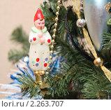Купить «Старая новогодняя игрушка на новогодней елке», фото № 2263707, снято 29 декабря 2010 г. (c) Nina Luganskaya / Фотобанк Лори