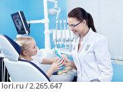 Купить «В стоматологическом кабинете», фото № 2265647, снято 5 декабря 2010 г. (c) Raev Denis / Фотобанк Лори