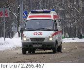 """Купить «Машина """"Скорая помощь"""" едет по дороге», эксклюзивное фото № 2266467, снято 15 февраля 2010 г. (c) lana1501 / Фотобанк Лори"""