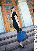Девушка поднимается по ступеням. Стоковое фото, фотограф Антон Романов / Фотобанк Лори