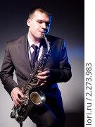 Купить «Мужчина играет на саксофоне», фото № 2273983, снято 12 января 2011 г. (c) Момотюк Сергей / Фотобанк Лори