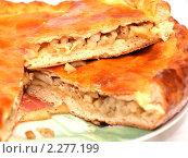Круглый  пирог с картофелем в разрезе. Стоковое фото, фотограф SevenOne / Фотобанк Лори