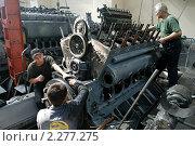Купить «Рабочие на заводе», фото № 2277275, снято 7 сентября 2007 г. (c) Иван Нестеров / Фотобанк Лори