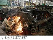 Купить «Рабочие на заводе», фото № 2277287, снято 7 сентября 2007 г. (c) Иван Нестеров / Фотобанк Лори