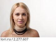 Девушка в бусах. Стоковое фото, фотограф SvetlanaPanteleeva / Фотобанк Лори