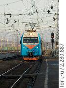 Купить «Прибытие локомотива на вокзал», фото № 2280887, снято 16 января 2011 г. (c) WalDeMarus / Фотобанк Лори