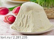 Белая пасха с тюльпанами крупным планом. Стоковое фото, фотограф Лидия Рыженко / Фотобанк Лори