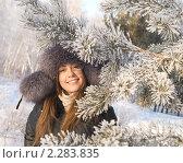 Девушка в парке зимним днем. Стоковое фото, фотограф Насыров Руслан / Фотобанк Лори