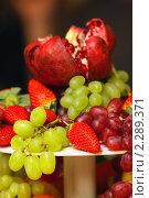 Купить «Блюдо с фруктами», эксклюзивное фото № 2289371, снято 13 января 2011 г. (c) Татьяна Белова / Фотобанк Лори
