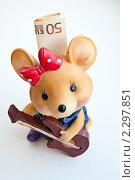 Купить «Керамическая копилка мышь с пятьдесят Евро.Вид сверху.», эксклюзивное фото № 2297851, снято 24 января 2011 г. (c) Игорь Низов / Фотобанк Лори