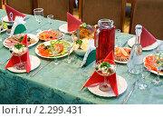Купить «Банкетный стол», фото № 2299431, снято 14 августа 2010 г. (c) Александр Подшивалов / Фотобанк Лори