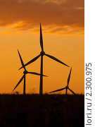 Купить «Ветряной генератор, силуэт», фото № 2300975, снято 19 сентября 2018 г. (c) Aleksandrs Jemeļjanovs / Фотобанк Лори