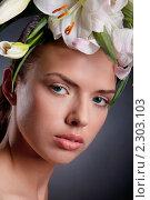 Купить «Портрет молодой девушки с венком из лилий», фото № 2303103, снято 23 января 2011 г. (c) Андрей Батурин / Фотобанк Лори