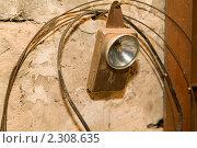 Купить «Старый фонарь на каменной стене», фото № 2308635, снято 26 января 2011 г. (c) Владимир Фаевцов / Фотобанк Лори