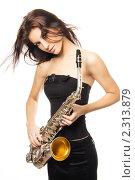 Купить «Молодая красивая девушка с саксофоном», фото № 2313879, снято 27 января 2009 г. (c) Евгения Нечаева / Фотобанк Лори