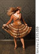Купить «Женщина в коричневом платье стоит у стены», фото № 2315059, снято 1 октября 2009 г. (c) Losevsky Pavel / Фотобанк Лори