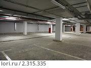 Подземная автостоянка. Стоковое фото, фотограф Losevsky Pavel / Фотобанк Лори