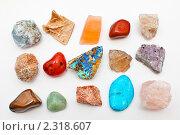 Коллекция камней горных пород из разных стран мира на белом фоне. Стоковое фото, фотограф Игорь Низов / Фотобанк Лори