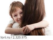 Купить «Счастливая дружная семья - улыбающийся сын обнимает свою любимую маму», фото № 2320975, снято 31 января 2011 г. (c) Илья Андриянов / Фотобанк Лори
