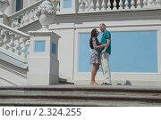 Купить «Влюбленная пара на лестнице дворца в Ораниенбауме», фото № 2324255, снято 18 июля 2010 г. (c) Сергей Дубров / Фотобанк Лори