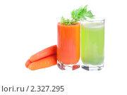 Купить «Соки из моркови и сельдерея», фото № 2327295, снято 17 февраля 2010 г. (c) Виктория Очеретько / Фотобанк Лори