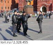 Купить «Милиционеры на Манежной площади, Москва», эксклюзивное фото № 2328455, снято 27 апреля 2010 г. (c) lana1501 / Фотобанк Лори