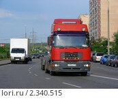 Грузовая машина идет по Курганской улице. Район Гольяново. Москва (2010 год). Редакционное фото, фотограф lana1501 / Фотобанк Лори