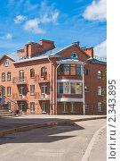 Купить «Фрагмент современного кирпичного дома. Псков», фото № 2343895, снято 30 июля 2010 г. (c) Оксана Гильман / Фотобанк Лори