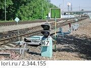 Купить «Маневровый светофор на окружной железной дороге», эксклюзивное фото № 2344155, снято 13 июля 2010 г. (c) Алёшина Оксана / Фотобанк Лори