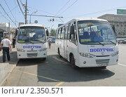 Купить «Маршрутное такси Hyundai - REAL», эксклюзивное фото № 2350571, снято 21 мая 2010 г. (c) Алёшина Оксана / Фотобанк Лори