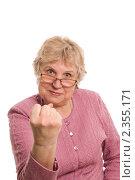 Купить «Пожилая женщина показывает кулак», фото № 2355171, снято 19 февраля 2011 г. (c) Воронин Владимир Сергеевич / Фотобанк Лори