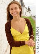 Купить «Красивая девушка на фоне крепостной стены (г.Казань)», фото № 2358659, снято 26 августа 2010 г. (c) Вера Беляева / Фотобанк Лори