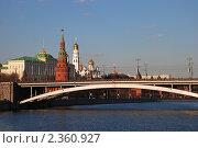 Купить «Москва. Вид на Большой Каменный мост, Кремль и храмы кремля», эксклюзивное фото № 2360927, снято 27 марта 2009 г. (c) lana1501 / Фотобанк Лори