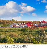 Купить «Дома на холме», фото № 2368487, снято 18 августа 2018 г. (c) Олег Кириллов / Фотобанк Лори