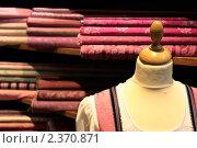 Манекен в магазине тканей. Стоковое фото, фотограф Зайчиков Константин / Фотобанк Лори