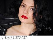 Портрет девушки на черном фоне. Стоковое фото, фотограф Дарья Столярова / Фотобанк Лори