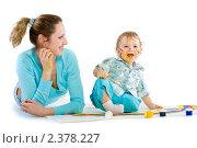Мама с сыном, перепачканные красками. Стоковое фото, фотограф Сергей Коршенюк / Фотобанк Лори