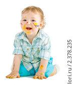 Маленький мальчик, перепачканный красками. Стоковое фото, фотограф Сергей Коршенюк / Фотобанк Лори