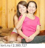 Купить «Мать с дочерью», фото № 2380727, снято 23 февраля 2011 г. (c) Яков Филимонов / Фотобанк Лори