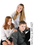 Купить «Три сидящих подростка», фото № 2381627, снято 23 ноября 2017 г. (c) Oleg Ivanenko / Фотобанк Лори