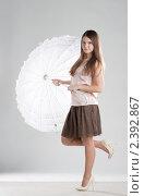 Девушка с зонтиком. Стоковое фото, фотограф Иван Демьянов / Фотобанк Лори