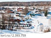 Дачный посёлок в лесу со стоянкой для машин и с горками для катания зимой. Стоковое фото, фотограф Игорь Низов / Фотобанк Лори