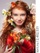 Купить «Красивая девушка с цветами», фото № 2402531, снято 25 февраля 2011 г. (c) Ярослав Данильченко / Фотобанк Лори