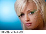 Купить «Портрет красивой девушки с ярким макияжем», фото № 2403903, снято 1 марта 2011 г. (c) Андрей Батурин / Фотобанк Лори