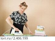 Купить «Домохозяйка гладит белье», фото № 2406199, снято 12 марта 2011 г. (c) Михаил Ворожцов / Фотобанк Лори