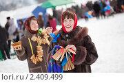 Купить «Девушки с блинами во время Масленицы», фото № 2409499, снято 6 марта 2011 г. (c) Яков Филимонов / Фотобанк Лори