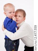 Купить «Старший брат утешает младшего», фото № 2417559, снято 4 января 2011 г. (c) Ермилова Арина / Фотобанк Лори