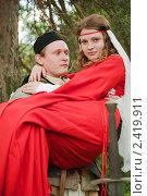Купить «Рыцарь в доспехах с возлюбленной на руках», фото № 2419911, снято 5 июня 2010 г. (c) Яков Филимонов / Фотобанк Лори