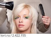 Купить «Красивой девушке расчесывают волосы», фото № 2422155, снято 1 марта 2011 г. (c) Андрей Батурин / Фотобанк Лори